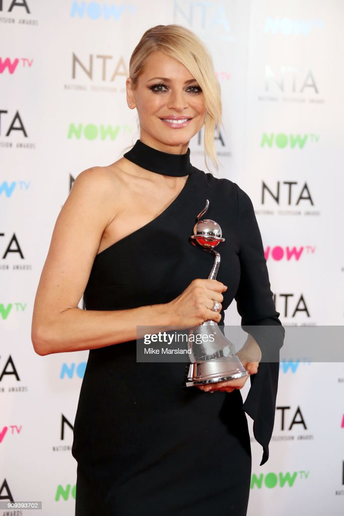 -Tess Daly poses in the press room with the Talent Show Award for 'Strictly Come Dancing' at the National Television Awards 2018 at The O2 Arena on January 23, 2018 in London, England.