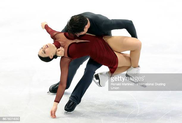 Tessa Virtue and Scott Moir of Canada perform in ice dance during the ISU Grand Prix of Figure Skating at Brandt Centre on October 28 2017 in Regina...