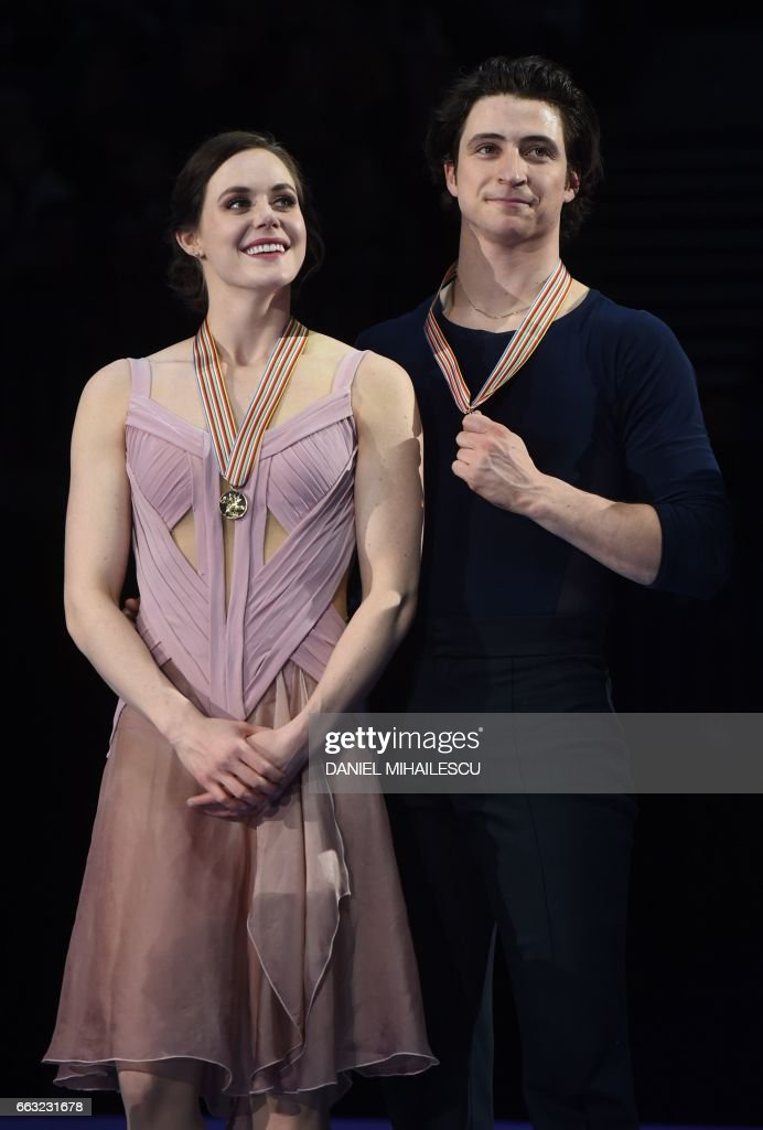 Tessa Virtue and Scott Moir of Canada pose after winning the Ice Dance / Free Dance event at the ISU World Figure Skating Championships in Helsinki, Finland on April 1, 2017. / AFP PHOTO / Daniel MIHAILESCU