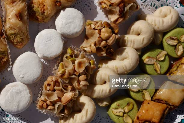 pã¢tesserie tunisienne, tunisian sweets - tunisia stock pictures, royalty-free photos & images