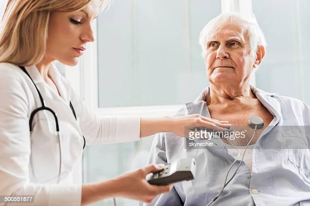 prueba de ecg. - cardiólogo fotografías e imágenes de stock