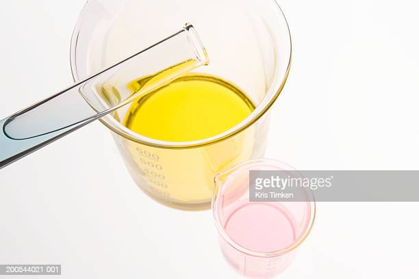 test tube and two beakers, overhead view - volume fluid capacity stock pictures, royalty-free photos & images