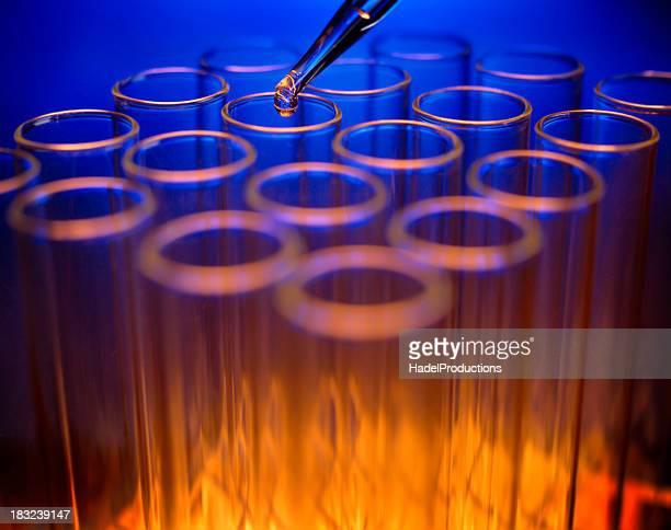Tubos de ensaio em laboratório ambiente
