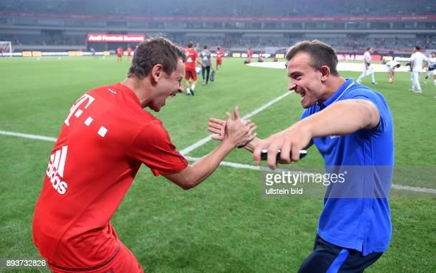 FUSSBALL 1 BUNDESLIGA SAISON 2015/2016 Testspiel Audi Football Summit Shanghai FC Bayern Muenchen 10 Inter Mailand Rafinha begruesst ExFC Bayern...