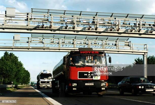 Teststrecke zur Erfassung von Autobahngebühren auf der A 555 Richtung Köln Mai 1994