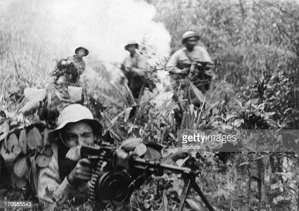 Tet offensive south vietnamese plaf soldiers firing on enemy troops in south vietnam 1968