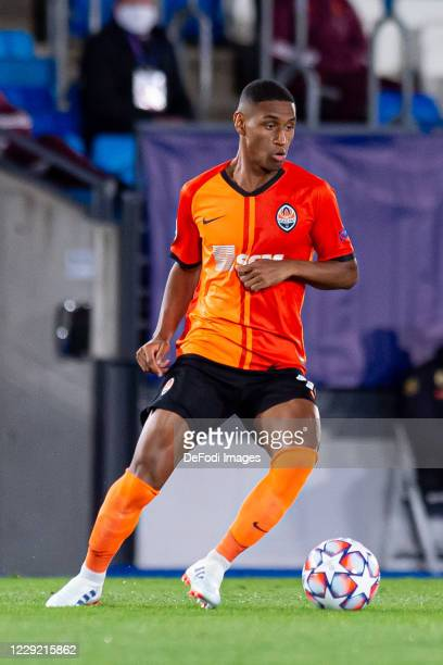 Tete of FC Shakhtar Donetsk controls the ball during the UEFA Champions League Group B stage match between Real Madrid and Shakhtar Donetsk at...