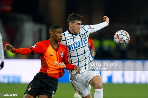 Tete of Shakhtar Donetsk and Alessandro Bastoni of Internazionale battle for the ball during the UEFA Champions League Group B stage match between...