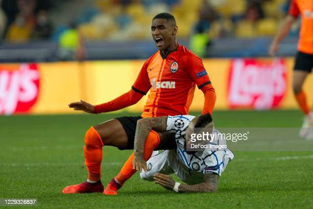 Tete of Shakhtar Donetsk and Arturo Vidal of Internazionale battle for the ball during the UEFA Champions League Group B stage match between Shakhtar...