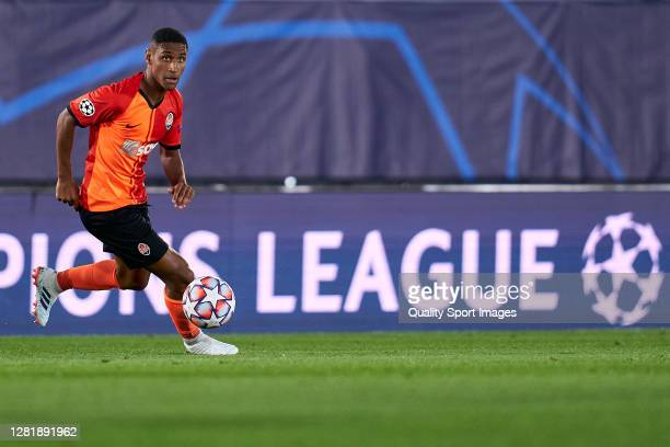 Tete of Shakhtar Donetsk runs with the ball during the UEFA Champions League Group B stage match between Real Madrid and Shakhtar Donetsk at Estadio...