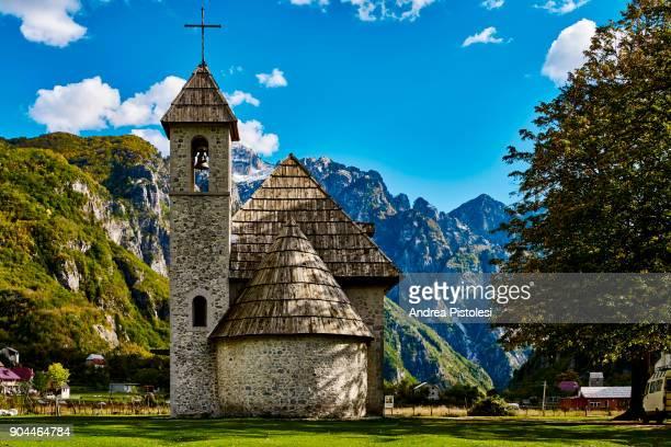 teth national park, albania - albanië stockfoto's en -beelden