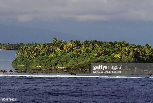 Tetiaroa atoll belonged to Marlon Brando Society Islands French Polynesia Overseas Territory of France