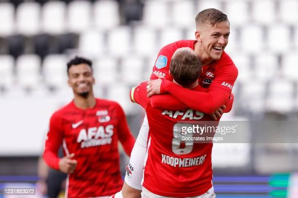 Teun Koopmeiners of AZ Alkmaar Celebrates 2-0 with Jesper Karlsson of AZ Alkmaar during the Dutch Eredivisie match between AZ Alkmaar v PSV at the...