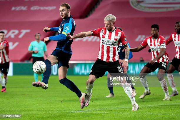 Teun Koopmeiners of AZ Alkmaar, Philipp Max of PSV during the Dutch Eredivisie match between PSV v AZ Alkmaar at the Philips Stadium on January 13,...