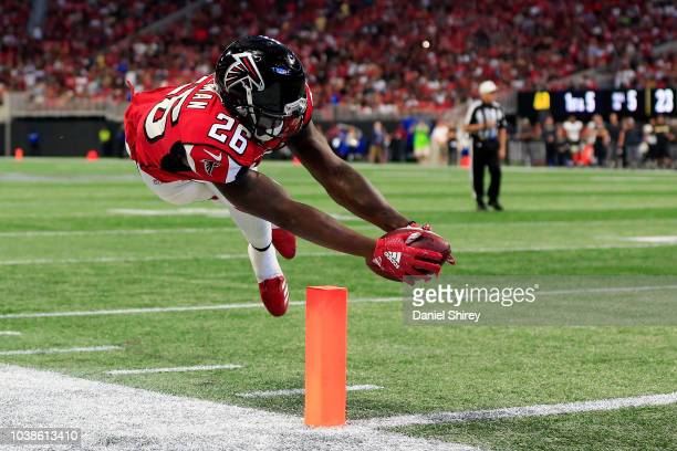 Tevin Coleman of the Atlanta Falcons dives for a touchdown during the fourth quarter against the New Orleans Saints at Mercedes-Benz Stadium on...