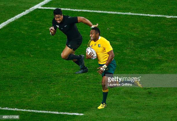 Tevita Kuridrani of Australia breaks clear to score his try as Julian Savea of the New Zealand All Blacks attempts to tackle during the 2015 Rugby...