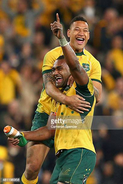 Tevita Kuridrani of the Wallabies celebrates scoring the winning try with team mate Israel Folau of the Wallabies during The Rugby Championship match...