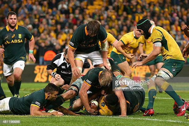 Tevita Kuridrani of the Wallabies scores the winning try during The Rugby Championship match between the Australian Wallabies and the South Africa...