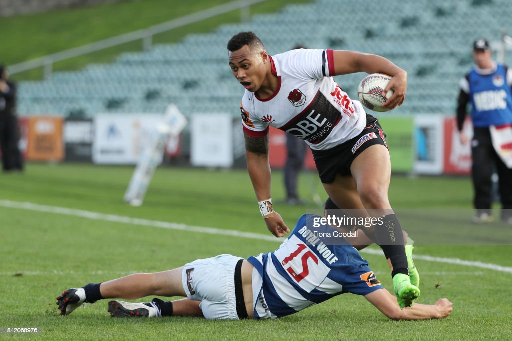 Tevita Li of North Harbour gets past the tackle of Pryor Collier of Auckland during the round three Mitre 10 Cup match between North Harbour and Auckland on September 3, 2017 in Auckland, New Zealand.
