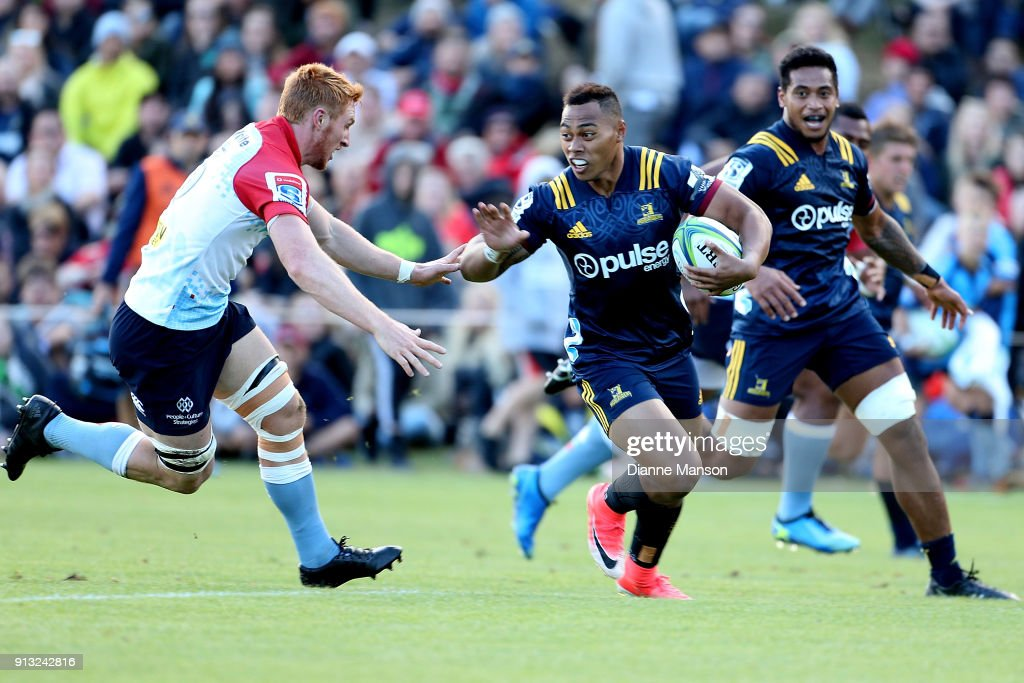Tevita li (R) of the Highlanders fends off Brad Wilkin of the Waratahs during the Super Rugby pre-season match between the Highlanders and the Waratahs on February 2, 2018 in Queenstown, New Zealand.