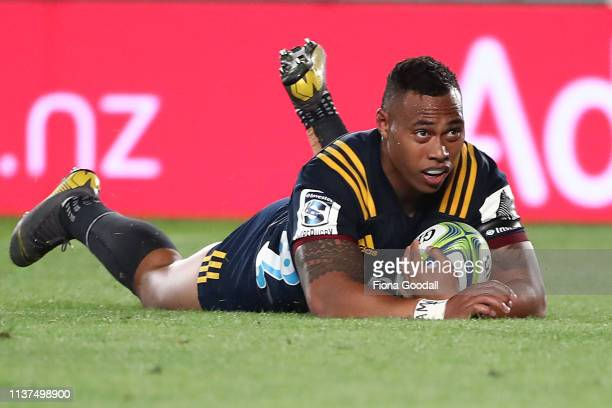 Tevita Li of the Highlanders scores a try during the round six Super Rugby match between the Blues and the Highlanders at Eden Park on March 22, 2019...