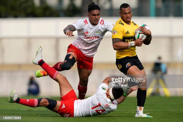 Tevita Li of the Suntory Sungoliath is tackled by Taichi Takahashi and Male Sau of the Toyota Verblitz during the Top League match between Toyota...