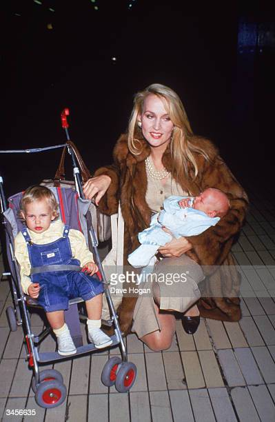 Texan supermodel Jerry Hall with her children 1985