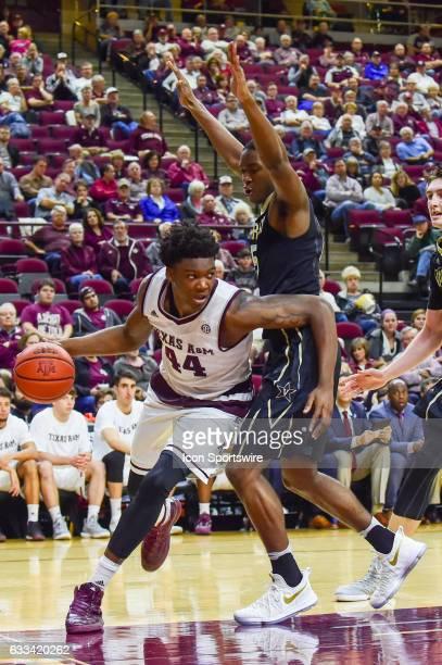 Texas AM Aggies forward Robert Williams drives baseline on Vanderbilt Commodores guard Matthew FisherDavis during the SEC Men's basketball game...