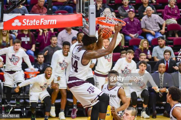 Texas AM Aggies forward Robert Williams finishes a huge slam dunk as the Aggies erupt off the bench in celebration during the SEC Men's basketball...