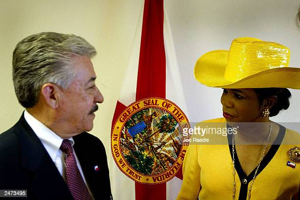 Texas Democratic State Senator Gonzalo Barrientos talks with Florida Democratic State Senator Frederica Wilson during a meeting September 8 2003 in...
