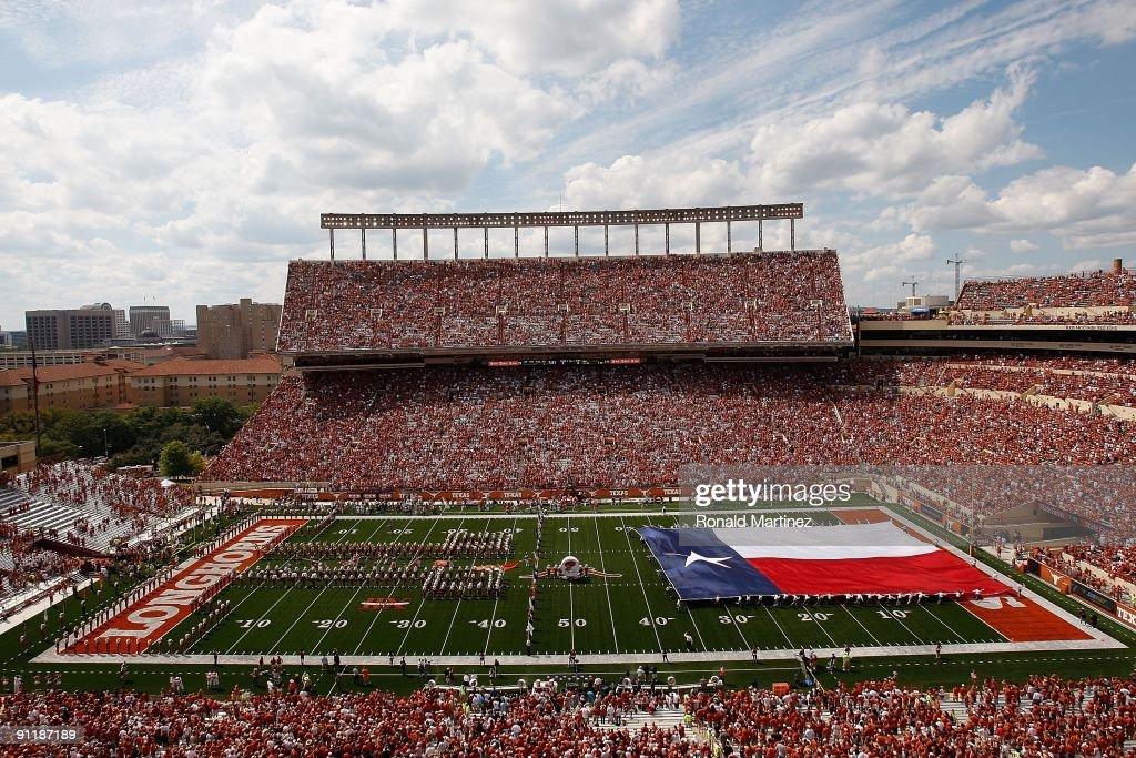 UTEP v Texas : ニュース写真