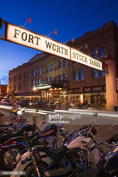 usa, texas, fort worth, stock yards area, street scene, dusk - フォートワース ストックフォトと画像