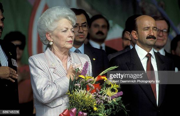 Texas Governor Ann Richards with Mexican President Carlos Salinas de Gortari In 2006 at age 72 Richards was diagnosed with cancer of the esophagus a...