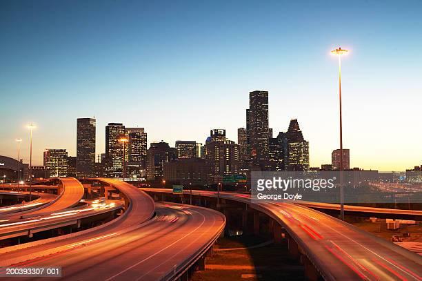 usa, texas, houston skyline, motorway, dusk (long exposure) - houston skyline stock pictures, royalty-free photos & images