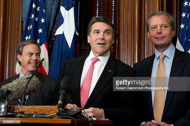 Texas leaders House Speaker Joe Straus Governor Rick Perry and Lt Governor David Dewhurst speak to reporters about the upcoming 82nd Legislative...