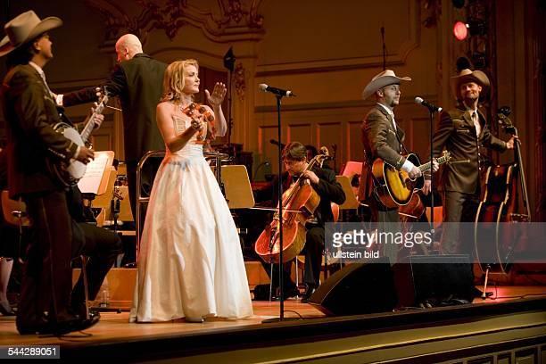 Texas Lightning; Musikgruppe, Countrymusik; D; Auftritt bei der Gala der schoensten Fernsehmelodien mit dem St.Pauli Kurorchester unter der Leitung...
