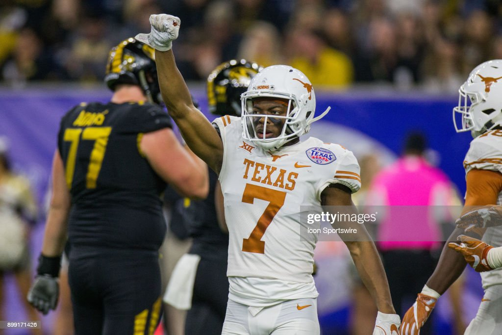 COLLEGE FOOTBALL: DEC 27 Texas Bowl - Texas v Missouri : News Photo