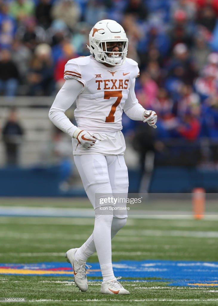 COLLEGE FOOTBALL: NOV 23 Texas at Kansas : Nachrichtenfoto
