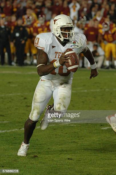 Texas Longhorns quarterback Vince Young scrambles for the game winning touchdown during the USC Trojans game versus Texas Longhorns in the Rose bowl...