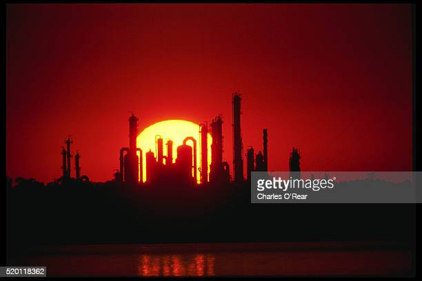 texas oil refinery at sunset - gulf coast states stock pictures, royalty-free photos & images
