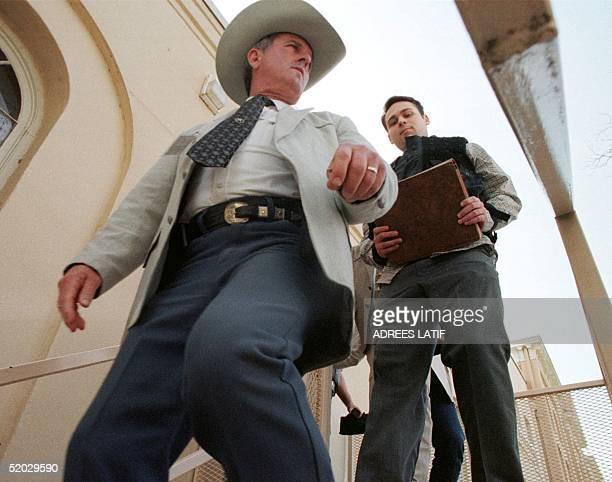 Texas Ranger Ronnie McBride leads Bill King away from the Jasper County Courthouse following day four in King's capital murder case 19 February in...