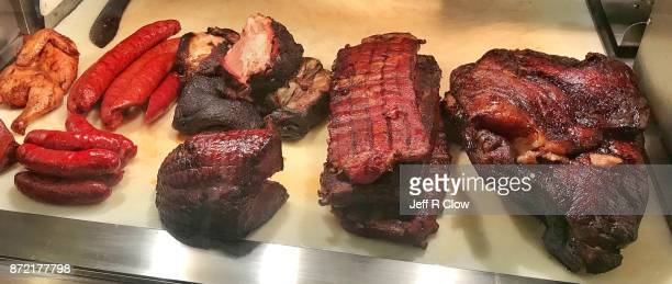 texas ribs and brisket and sausage and ham 2 - carne de churrasco imagens e fotografias de stock