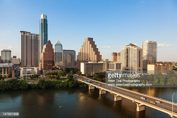 texas skyline during golden hour - austin texas fotografías e imágenes de stock