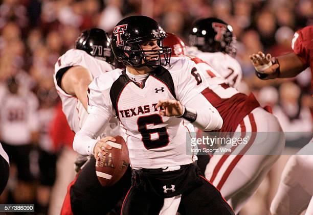 Texas Tech quarterback Graham Harrell throws a pass during the University of Oklahoma Sooners 65-21 win over the University of Texas Tech Red Raiders...