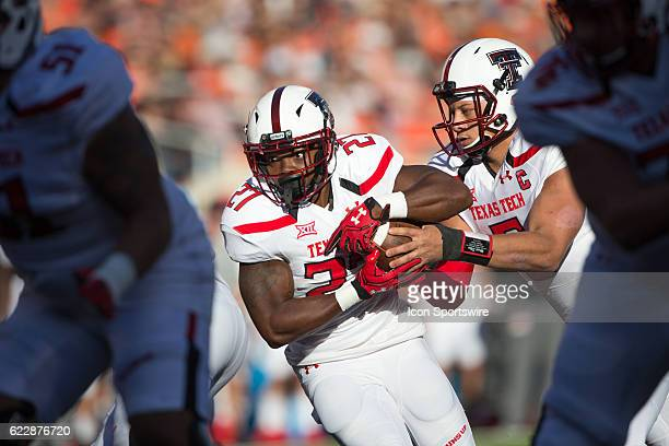 Texas Tech Red Raiders quarterback Patrick Mahomes II hands off to Texas Tech Red Raiders running back Demarcus Felton during the NCAA Big 12 game...