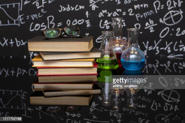 text book ,laboratory glassware with formula on  the desk - 文学 ストックフォトと画像