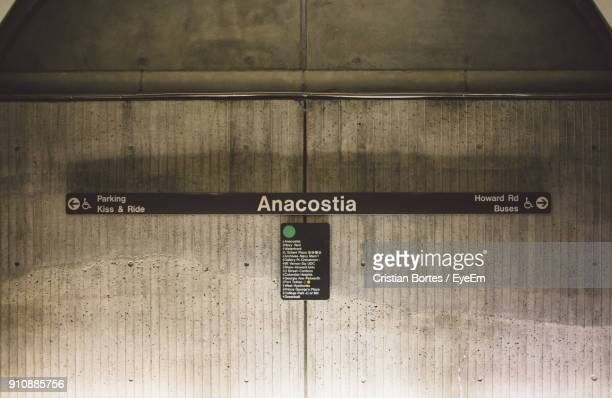 text on wall - bortes stock pictures, royalty-free photos & images