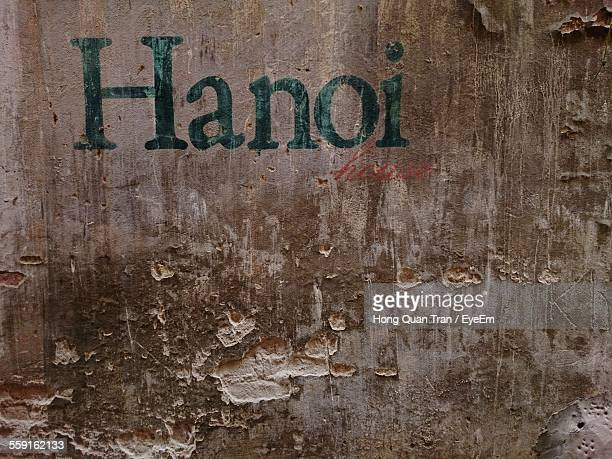 text on weathered wall - hong quan stock pictures, royalty-free photos & images