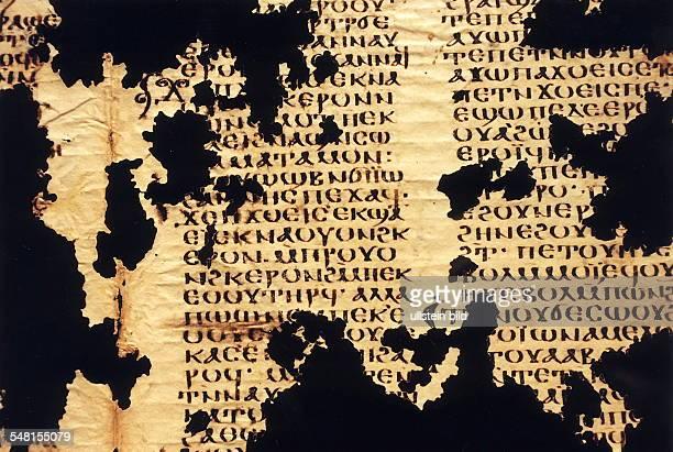 Textfragment aus der Papyrussammlung im Ägyptischen Museum Berlin in koptischer Sprache das von amerikanischen Forschern für ein bislang vermisstes...
