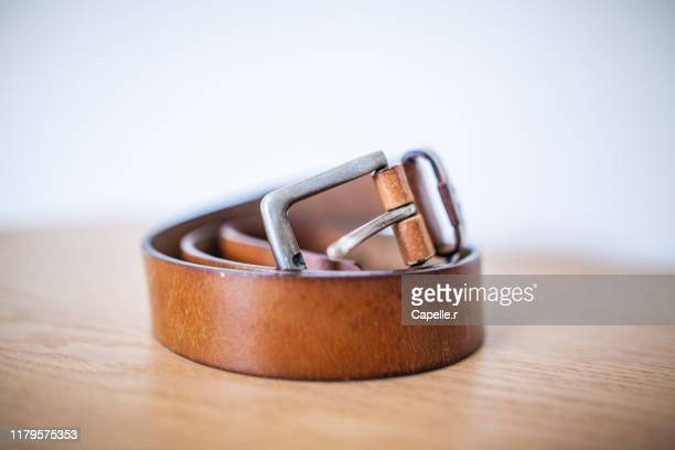textile, mode : ceinture en cuir marron - ストラップ ストックフォトと画像